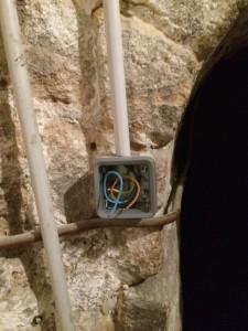 Passage du cable boitier dans un tube IRL et boitier plexo legrand